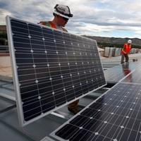 Kräftiges Wachstum bei Solaranlagen und Stromspeichern